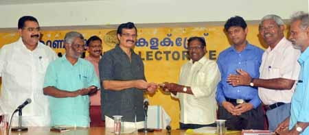 SJFK  District Unit donates  Rs. 50,000 to the CMDRF